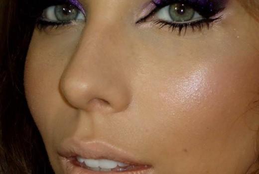 Como fazer Maquiagem com Sombra Roxa e Glitter