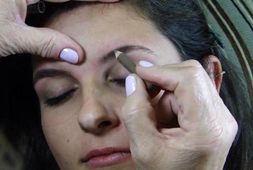 Como tirar as sobrancelhas por Margarete Salazar (mãe de Alice Salazar)