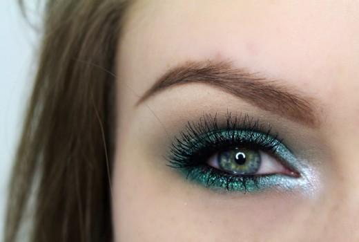 Dica de Maquiagem com Sombra Verde Esmeralda e Brilho