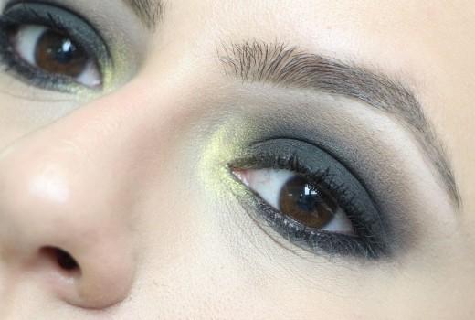 Dica de Maquiagem Preta Esfumada com Canto Interno Dourado