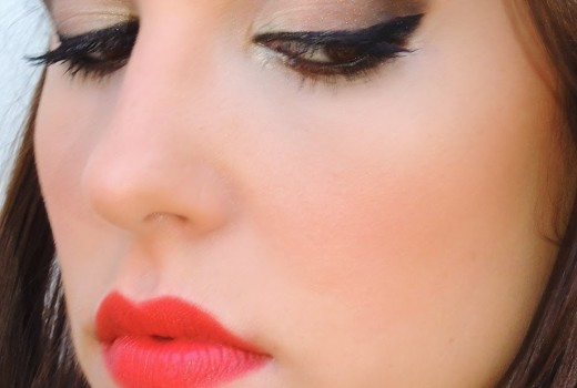 Makeup Neutra com delineado gatinho