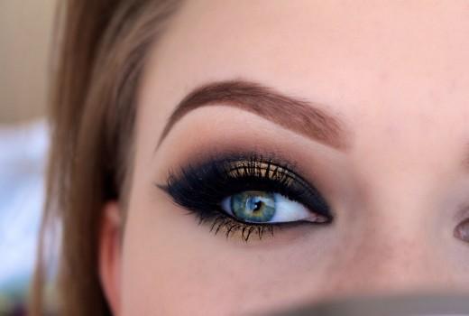 Tutorial de Maquiagem Cat Eye com Preto e Dourado