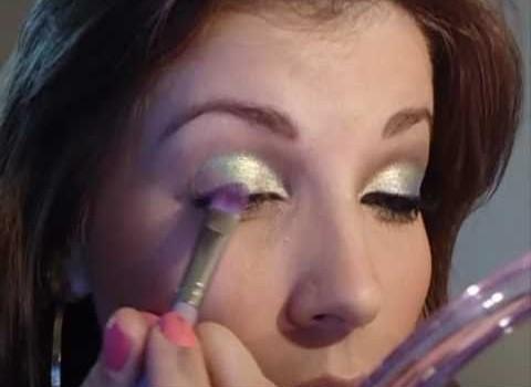 Tutorial de Maquiagem Colorida e Suave para Ano Novo