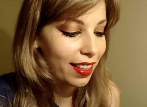Tutorial de Maquiagem com Batom Vermelho e Olhos Delineados