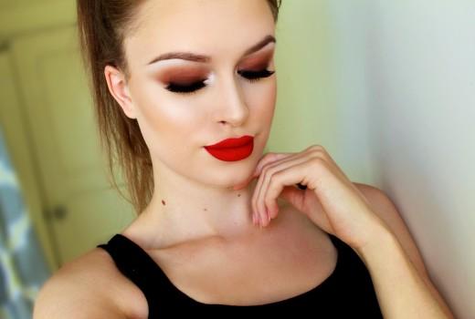 Como maquiar os olhos e fazer um esfumado marrom com Laura Leth