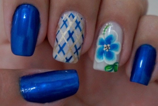 Unhas Azul Decoradas com Flor Manual Bela e Simples